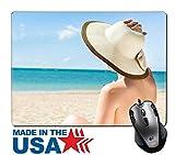 MSD Naturkautschuk Maus Pad/Matte mit genähte Kanten 9,8x 7,9Full Länge der jungen Frau in Bikini Blick auf das Meer genießen beim Entspannen am Strand Stuhl Bild-ID 27241286