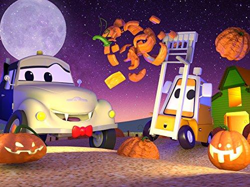 Klein Francis stecken zwei Kürbisse auf seiner Gabel (Halloween) / Carrie das Süßigkeitenauto 2
