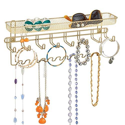 mDesign Schmuck Organizer & Wandgarderobe mit Ablage für Ketten, Ohrringe, Brillen, Kosmetik, Handys und weitere Accessoires - geräumiger Wandorganizer -- Farbe: messingfarben
