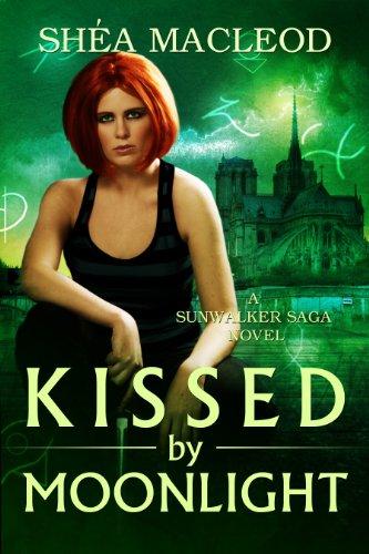 Buchseite und Rezensionen zu 'Kissed by Moonlight (Sunwalker Saga Book 4) (English Edition)' von Shéa MacLeod