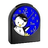 CreaDesign Kinderwecker mit (Wunsch) Namen | Kinder Funkwecker | mit Analog – Ziffernblatt | ohne ticken und mit Licht | Wecker ideal als Geschenk für ein Schulkind | Motiv Pinguin