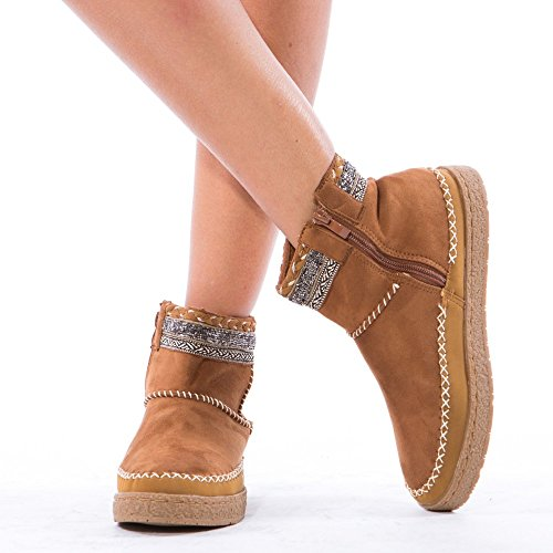 Ideal Shoes - Bottines style indien ornées de perles Bettina Camel