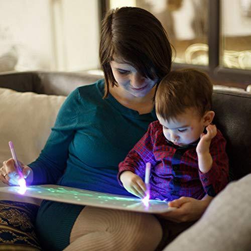 iLight - Pizarra Infantil Mágica de Dibujo con Luz Real - Juego de Pintar para Niños Niñas de 3 a 9 años que Fomenta la Creatividad - Incluye Tablero + 1 Bolígrafo de Luz + 2 Plantillas [Tamaño A4]