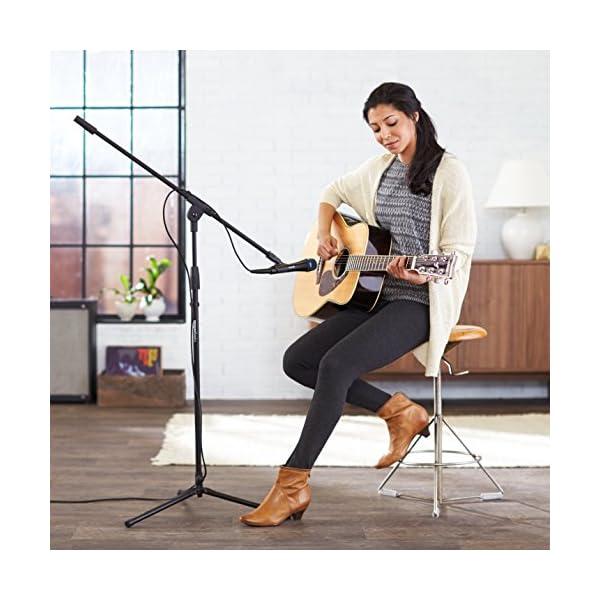 AmazonBasics - Treppiedi con asta porta-microfono a giraffa