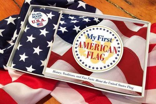 My First American Flag: A Celebration of the Stars and Stripes for Patriots Young and Old by Applesauce Press (2015-04-07) (American Patriot Flag)