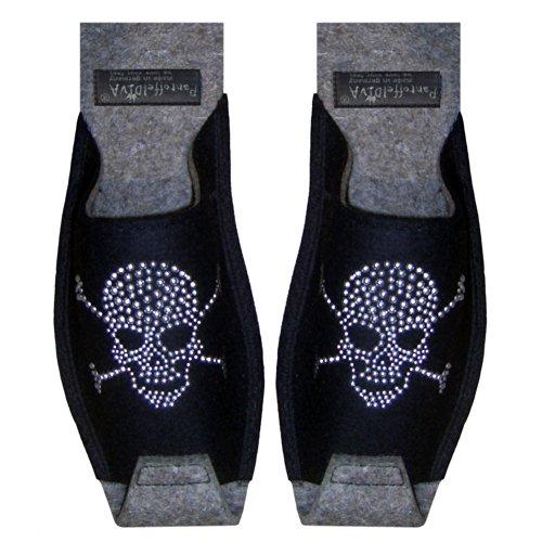 Pirat Schwarz - Herrenpantoffel schwarz, mit silbernem Nieten Totenkopf Motiv, Unisex Größe 42-46