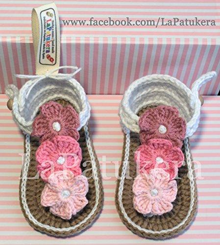 baby-stivaletti-sandali-hawaii-modello-triflor-scarpe-per-bambini-uncinetto-bianco-e-rosa-gradiente-