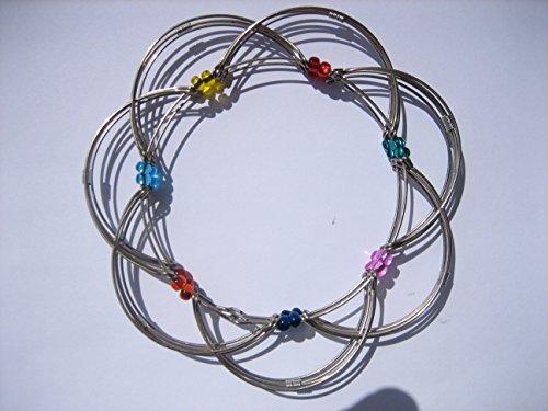 Walter & Prediger GmbH hochqualitatives, leichtgängiges Mandala aus silberfarbenem Feindraht mit farbigen Perlen 9 cm