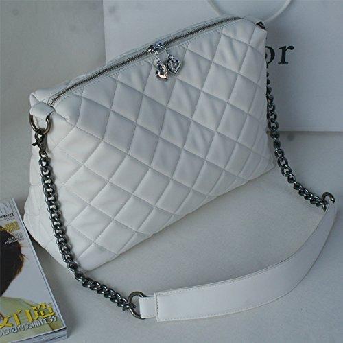 obliqua-della-catena-attraverso-la-massa-delle-donne-a-mano-originale-baggrandi-sacchetti-bianchi-ca
