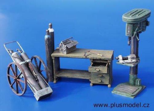 Preisvergleich Produktbild Plusmodel 094 Werkstatteinrichtung Resinbausatz 1/35