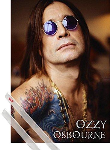 Poster + Sospensione : Ozzy Osbourne Poster Stampa (91x61 cm) Tatoo E Coppia Di Barre Porta Poster Trasparente 1art1®