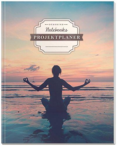 DÉKOKIND Projektplaner   DIN A4, 100+ Seiten, Register, Kontakte, Vintage Softcover   Für über 50 Projekte geeignet  Motiv: Yogaübung