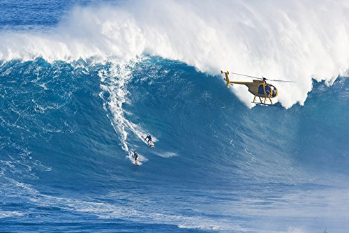 The Poster Corp MakenaStockMedia/Design Pics - Hawaii Maui Peahi (Jaws) Helicopter Two Surfer Ride A Giant Wave Photo Print (96,52 x 60,96 cm)