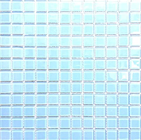 Carrelage mosaïque en verre. Bleu clair. Les feuilles entières de carreaux mesurent 30cm x 30cm (MT0009)