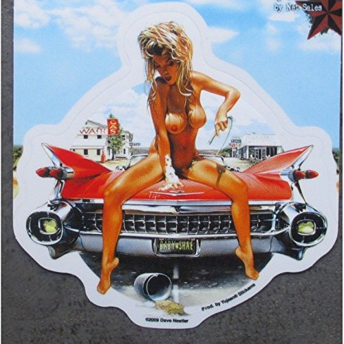 inconnu-sticker-pin-up-blonde-sein-nu-cadillac-59-rouge-autocollant
