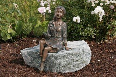 Emily klein Bronzefigur Skulptur aus Bronze echte Handarbeit Gartenskulptur Gartenfigur Garten-Statue