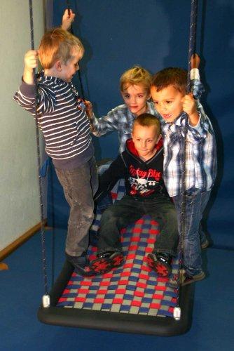 Preisvergleich Produktbild Große Mehrkindschaukel EDUCATION silber/rot/blau für 4 Kinder, 136 x 66 cm (SER.L.110)