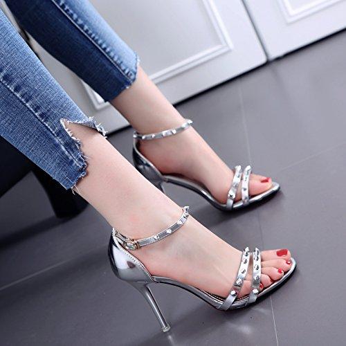 A stiletti pelle rivetto fibbia sandali di modo di estate silvery