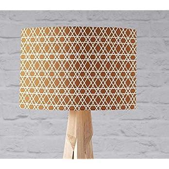 Kupferner Lampenschirm mit einem weißen geometrischen Muster