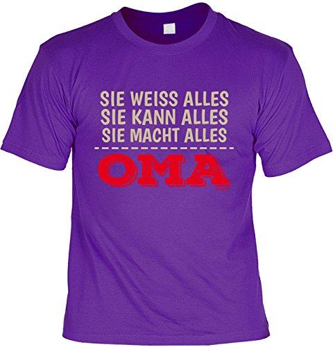 T-Shirt - Oma - Sie weiß Alles - Sie kann Alles - Sie macht Alles - cooles Shirt mit lustigem Spruch als Geschenk zum Muttertag Lila
