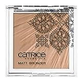 Catrice Cosmetics Limited Editon Nomadic Traces Matt Bronzer Nr. C01 Brave Bronze Inhalt: 12g Seidig-weicher, matter Puder für eine natürlich aussehende Bräune. Bronzepowder
