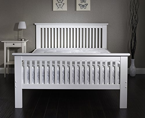 Traditional White Wooden Shaker Style Bed in 4ft Small Double