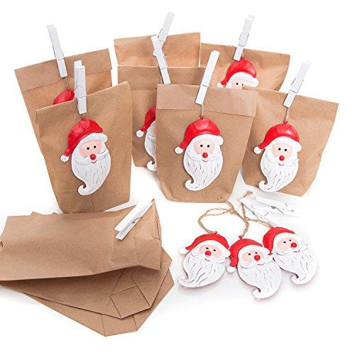 Lot de Emballage de Noël Lot de 10petites Marron Motifs Noël sacs papier (14x 22x 5,6cm) + 10Rouge Pendentif de Noël Père Noël blanches en tôle cadeau pendentif (11cm) + 10taille Pinces blanches