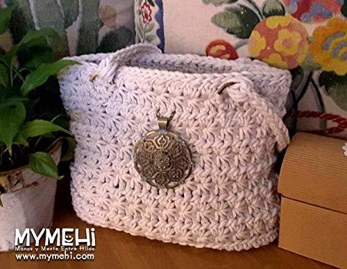 """Bolso hecho a mano, tote bag diseño exclusivo, pieza única, de crochet, con monedero, llavero, colgante y cadena interior para sujetar llaves y complementos. Modelo""""Jazmín""""."""