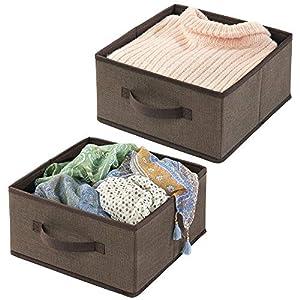mDesign 2er-Set Aufbewahrungsbox aus Kunstfaser – für Ordnung im Kleiderschrank – Stoffkiste mit Griff und offener Oberseite für Kleidung, Decken, Accessoires und mehr – braun