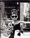 empireposter - Hepburn, Audrey - Window - Größe (cm),ca. 68x98 - Poster, NEU - schwarz-weiss - Beschreibung: - Filmposter Kino Movie Audrey Hepburn -