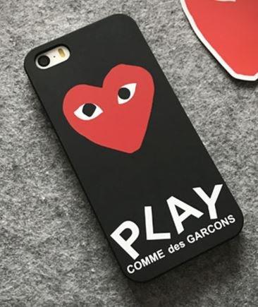 7e0d755a7dbfb TN CASES STORE Coque iPhone 7 et iPhone 8 Play Comme des Garçons Coeur Noir  et Rouge Plastique Rigide
