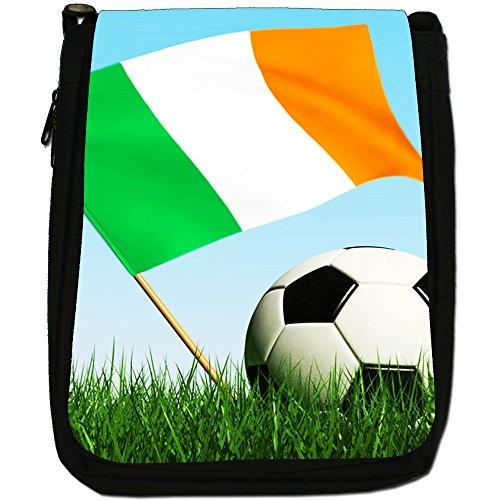 &, motivo: bandiera inglese con pallone da calcio, colore: nero, Borsa a tracolla in tela, colore: nero, taglia: M Nero (Ireland Flag with Football)