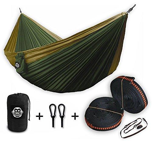 Monkey Swing hamac, en tissu de nylon de parachute ultra-léger (surface 275x140 cm, charge max. 180 kg) en set avec ceinture de sécurité et mousquetons (vert / kaki) (vert/kaki)
