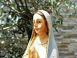 30 - 31 cm ÖLBAUM - Betende MADONNA, Heilige Maria mit weißem Kleid und hellblauem Umhang / Mantel, mit goldenen Kordeln und Rosenkranz, Marienfigur barfuß als Symbol von Unschuld und unbefleckter Empfängnis - alle ÖLBAUM HEILIGEN- und Krippenfiguren zeichnen sich durch extrem sauber gearbeitete und präzise Gesichtszüge der Figuren aus, coloriertes Holzfiguren- bzw. Echtholzimitat, sehr schlanke Form, standfeste, handbemalte Gottesmutter