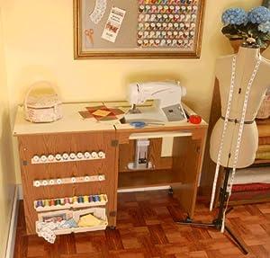 Mueble para máquina de coser- Sewnatra en Roble de Arrow Cabinets