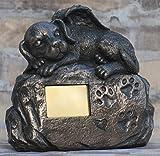Hunde Urne bronziert als Hunde-Engelfigur und Gravurplatte, Tierurne