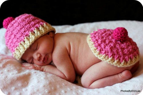 Baby Crochet Pattern Cupcake Hat and Bum Cover (Hat and Bum Cover Series Book 2) (English Edition)