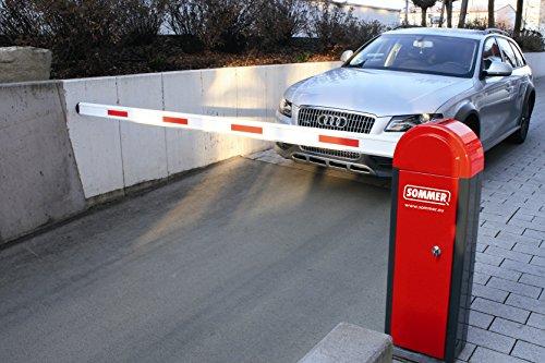 schranke-fur-parkplatz-bis-6-m-inklusive-handsender-rechts-schliessend