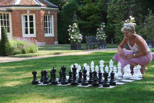 Preisvergleich Produktbild Übergames Garten Schach Figuren aus langlebigem PVC , für Freiland Garten und Parks
