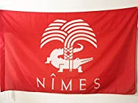 Le drapeau de Nîmes est réalisé en polyester de haute qualité et comporte un fourreau pour pouvoir y insérer une hampe. Les bords sont renforcés et les coutures doublées pour une résistance optimale. Ce drapeau du crocodile nîmois avec ourlet proposé...