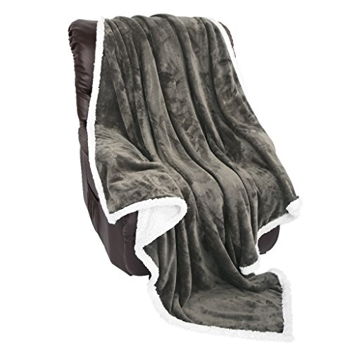 LANGRIA Manta de Sofá Tacto Aterciopelado  Reversible de Franela/Sherpa  Suave  Transpirable  Ligera  Ecológica y de Fácil Cuidado (150 x 200cm)  Gris Oscuro