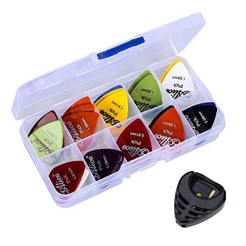 Box mit 50Plektren + Plektren-Träger Silley® - 6Dicken:0,58 / 0,71 / 0,81 / 0,96 / 1,20 und 1,50 mm. - Für Akkustikgitarre, E-Gitarre, Bass, Mandoline, Folk - Reiter, Spitze, Pick.