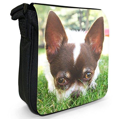 Mexikanischer Chihuahua Taco Bell Hund Kleine Schultertasche aus schwarzem Canvas Chihuahua liegt im Gras