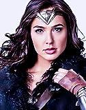 Parrucca da Wonder Woman Diana Prince per cosplay, capelli lunghi ondulati neri, con riga laterale, senza fascia, capelli lunghi ondulati neri, resistenti al calore