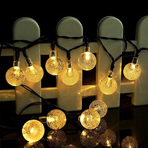 La ventaja que tienen también es que al ser solares no consumen nada de energía por lo que las podemos dejar funcionando sin problemas. Esto también es muy útil para lugares donde no tenemos enchufes o electricidad como en jardines, terrazas, etc... ...