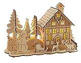WeRChristmas 28 cm Pre-Lit Wooden House Reno Escena de Nieve y árbol de Navidad para Ventana de Navidad con iluminación ledes de luz Blanca cálida