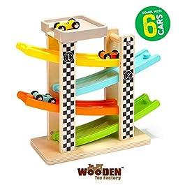 The Wooden Toy Factory – Pista per Macchinine Click Clack in Legno Set con 6 Macchine – Include Area Parcheggio – Senza Montaggio – Sicuro e Ecologico – Idea Regalo per Bambini e Bambine