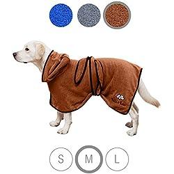 Bella & Balu Hundebademantel aus Mikrofaser – Saugfähiger Hunde Bademantel zum Trocknen nach dem Baden, Schwimmen oder Spaziergang im Regen (M | Braun)