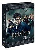 """Harry Potter torna per il secondo anno consecutivo alla Scuola di Magia di Hogwarts, fuggendo dalla casa degli zii. Ma nell'istituto qualcosa sta attentando alla vita di tutti i """"mezzosangue"""", i maghi figli di persone senza poteri magici. Har..."""