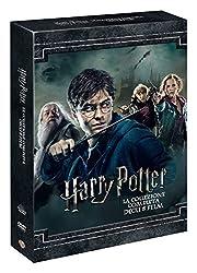 """Harry Potter torna per il secondo anno consecutivo alla Scuola di Magia di Hogwarts, fuggendo dalla casa degli zii. Ma nell'istituto qualcosa sta attentando alla vita di tutti i """"mezzosangue"""", i maghi figli di persone senza poteri magici. Harry e i s..."""